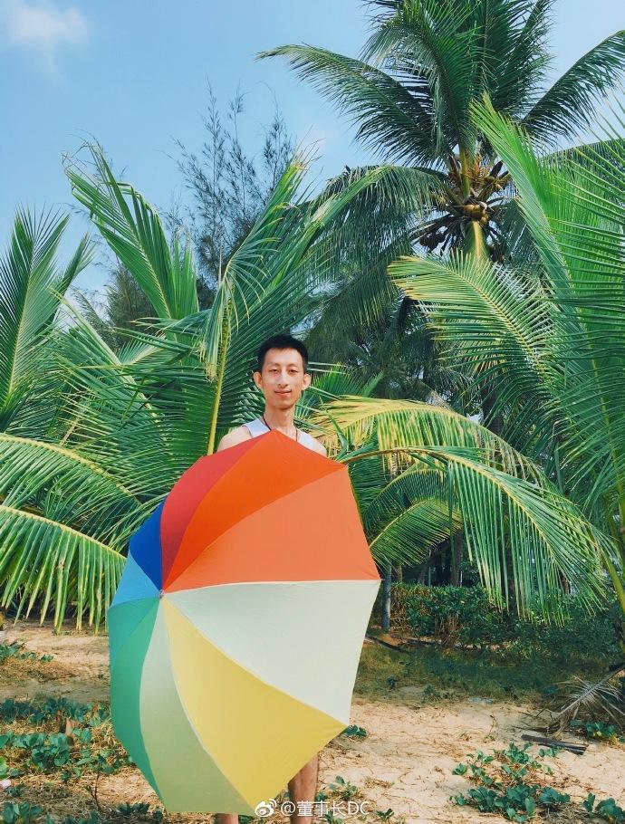 海南三亚椰梦长廊帅哥生活照