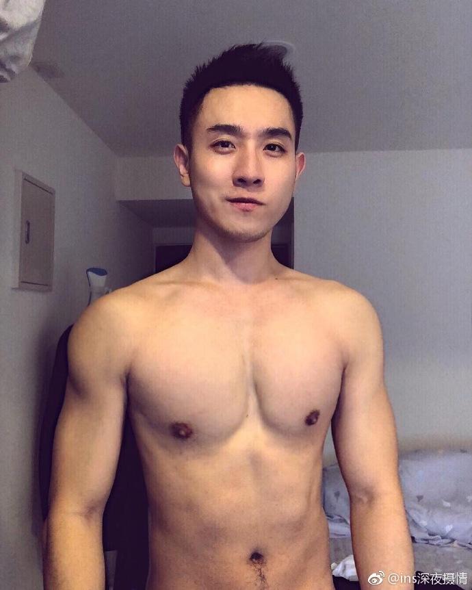台湾帅哥杨诺威生活照