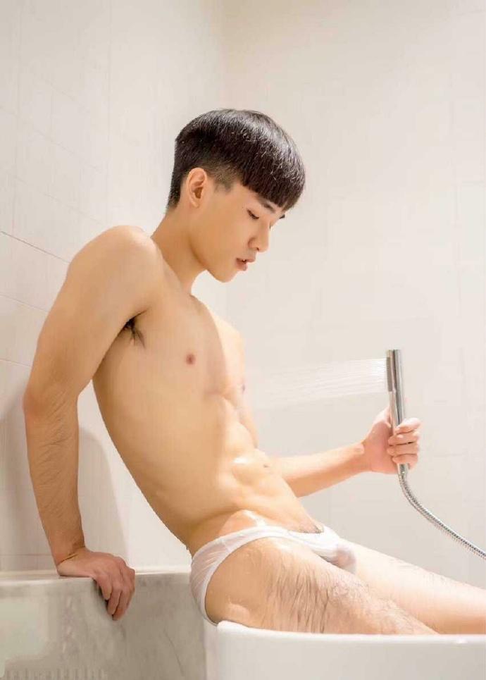 帅哥洗澡图片、帅哥洗JJ图