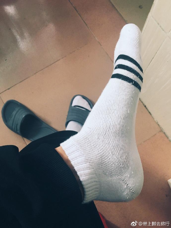 穿了三天的白袜子,感觉还是很白呀