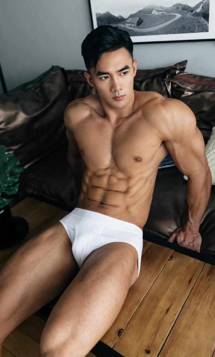 大帅哥 白内裤完美型男