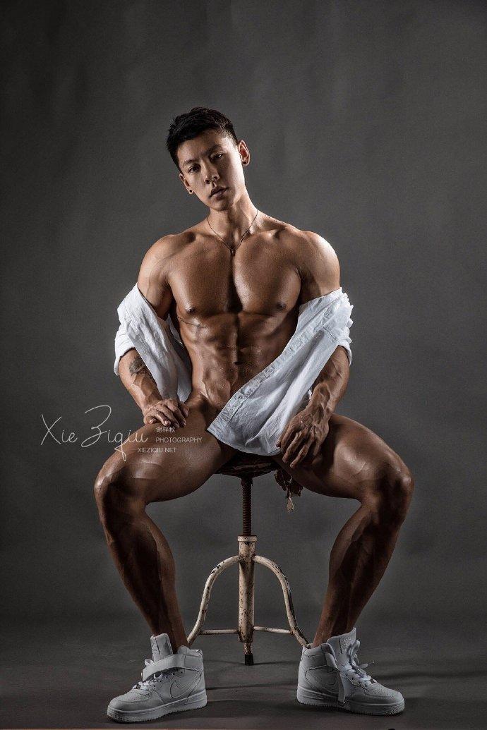 健体冠军杨斌