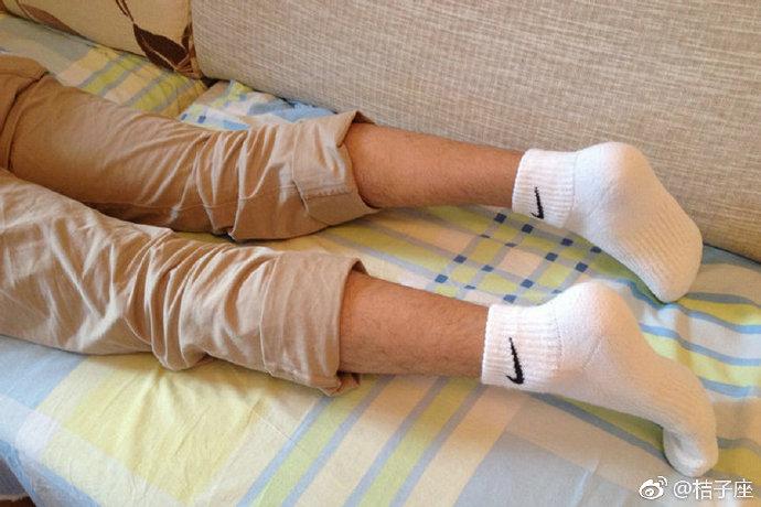 白袜子脚 白袜脚