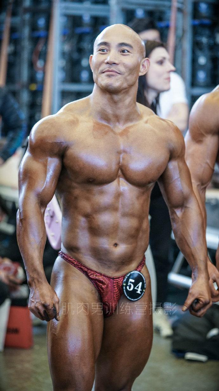 健身健美比赛后台的好身材