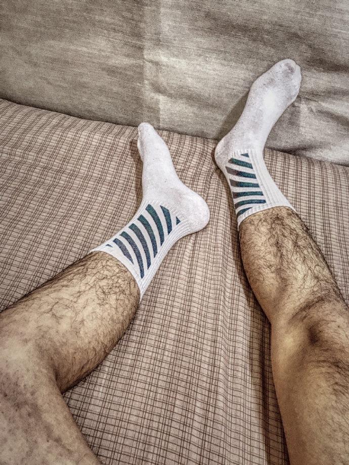 喜欢性感的毛毛腿还是白嫩嫩的腿