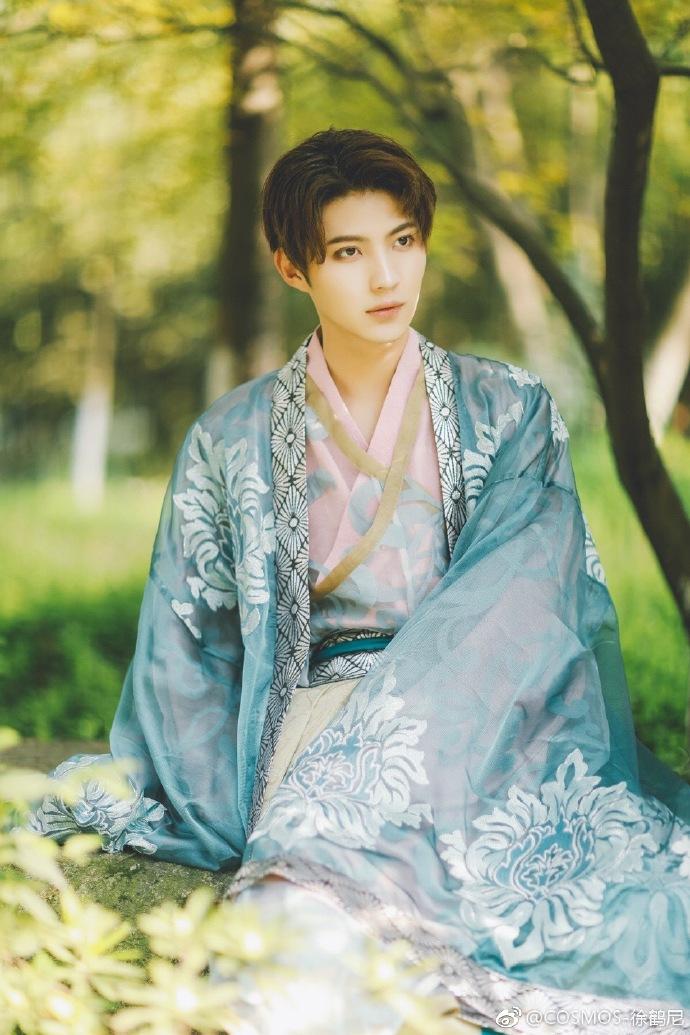 中国华服分享:一套汉服大袖拍的照片