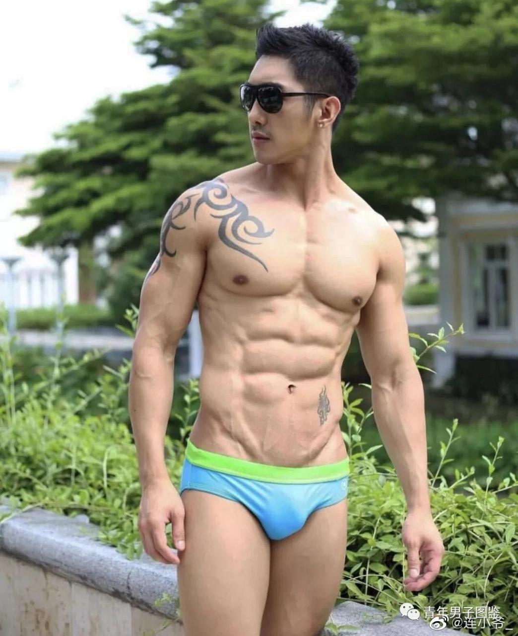 纹身肌肉男,东南亚面孔,胸不错