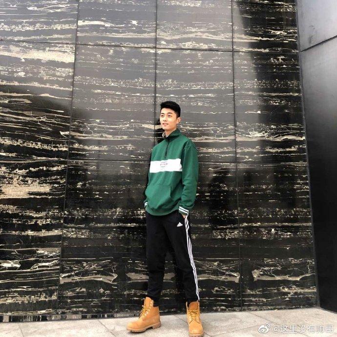 河南郑州的180cm准空少照片
