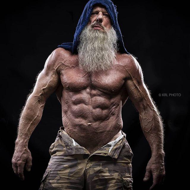 健身圈很火的肌肉大爷