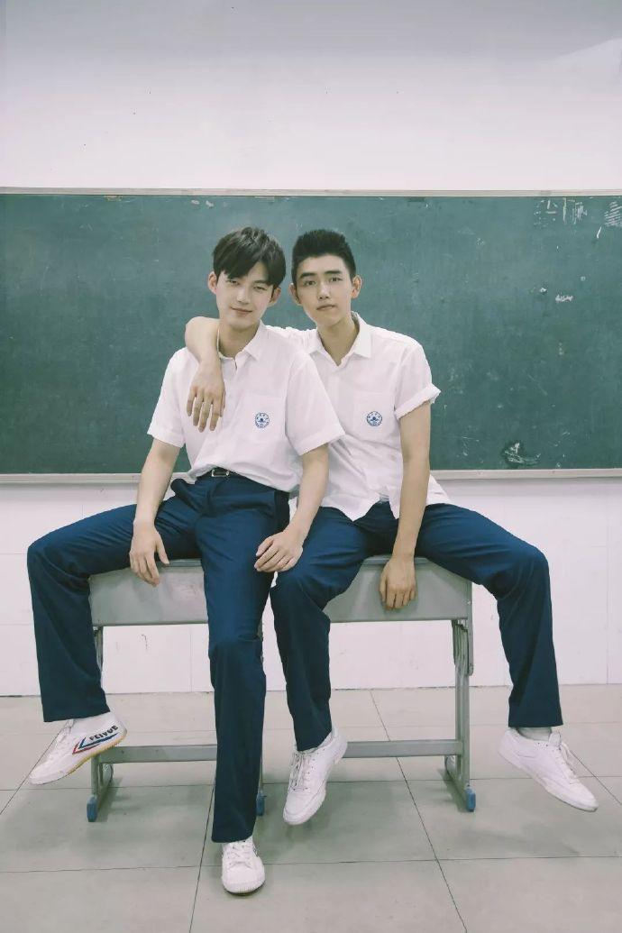 帅哥生活照:白衣少年董力和陈飞宇