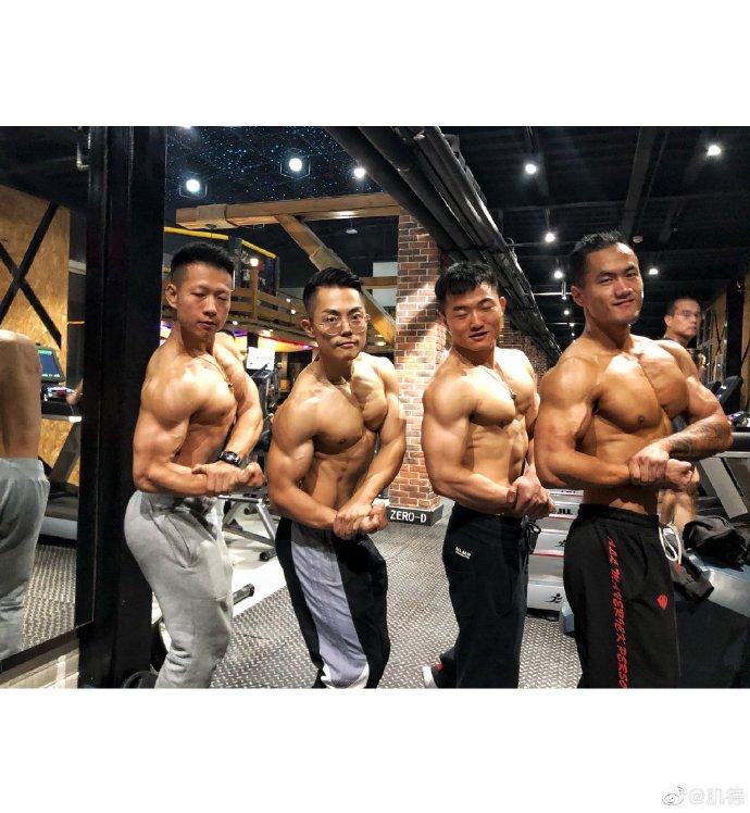 每天肌肉训练才会有这样的3D感