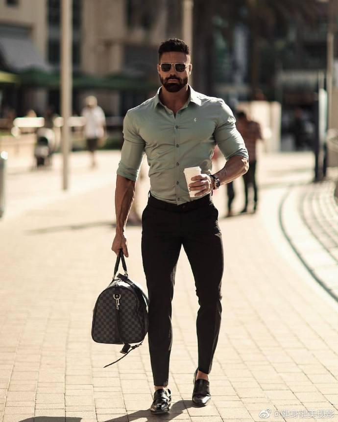 非洲肌肉男衬衫穿搭照片