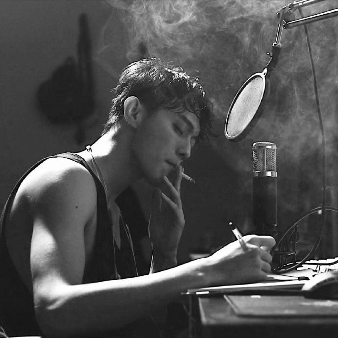 很酷的那种 抽烟的帅哥图片