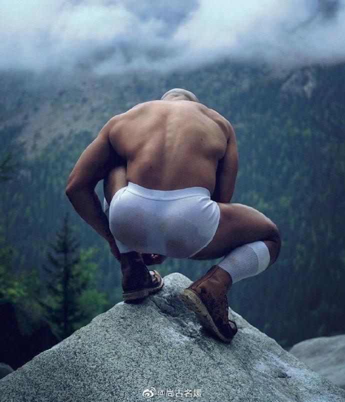 早晨登山运动 内裤都湿了